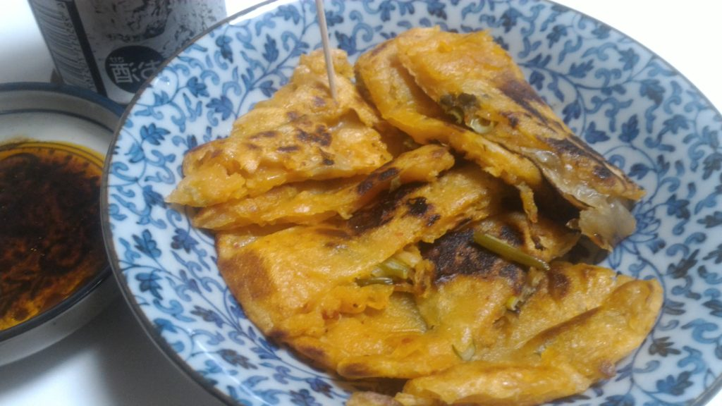 にんにくの芽入りキムチチヂミと酎ハイ