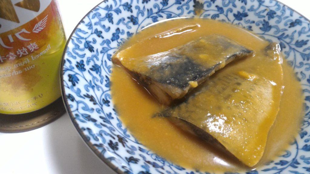 サバの味噌煮とビール